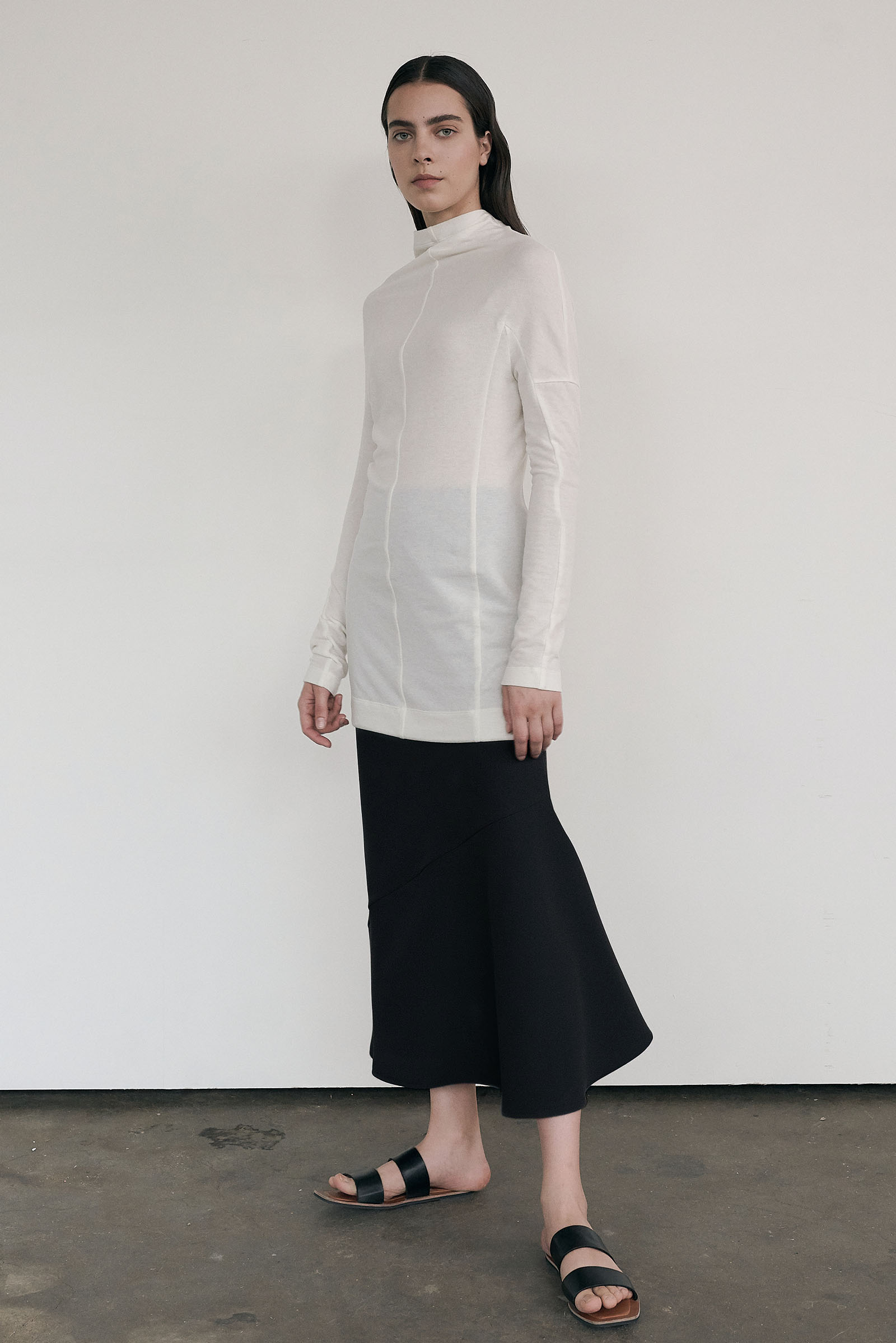 Asymmetric Skirt (Slim Fit) _Black