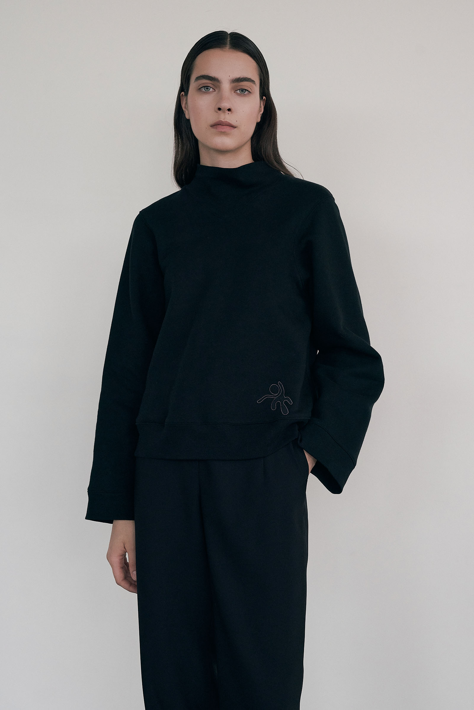 Cropped Sweatshirt (Regular fit) _Black